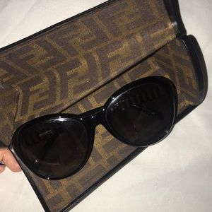 Fendi black sunnies